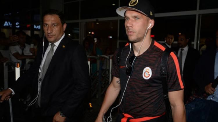 Lukas Podolski saldırıya uğradı!