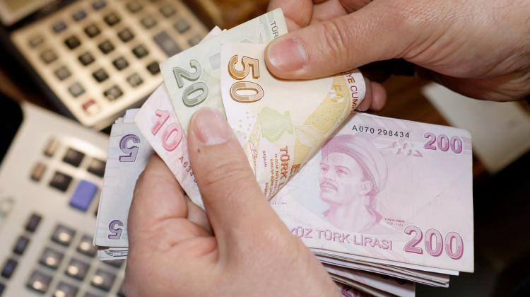 Çalışma ve Sosyal Güvenlik Bakanı Jülide Sarıeroğlu, 100 bin emekliye daha ikramiye müjdesi verdi