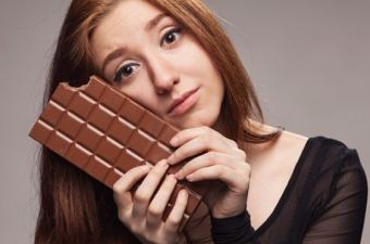 Her yıl 7,2 milyon ton çikolata tüketiliyor. İçerdiği şeker nedeniyle sağlıksız olduğu söylense de kakao son derece güçlü bir antioksidan olan flavonoidlere sahip. Bu antioksidanların bazıları kandaki nitrik oksit oranını yükseltip damarları rahatlatıyor.