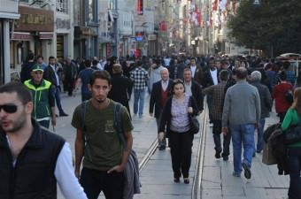 TÜİK, Türkiye'nin en uzun yaşatan şehirlerini sıraladı. İstatistiklere göre;  Türkiye'de yaşam süresi: TOPLAM: 78.0 ERKEK: 75.3 KADIN: 80.7  İşte şehir şehir yaşam süreleri...