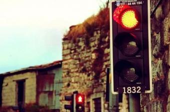 Trafik ışıkları neden kırmızı, sarı ve yeşildir?
