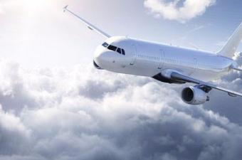 Uçaklar direkt uçmak yerine neden eğri çizerler?