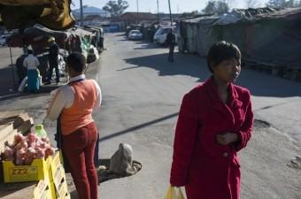LESOTHO GSYİH: Bin 34 dolar Milli Gelir: 2,2 milyar dolar Nüfus: 2,1 milyon Yönetim şekli: Meşrutiyet
