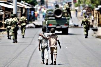 BURUNDİ Dünyada geliri en düşük ülkeler listesinde ilk sırada bir Afrika ülkesi olan Burundi bulunuyor. 11 milyon nüfusa sahip Burindi'de kişi başına sadece 275 dolar düşüyor.