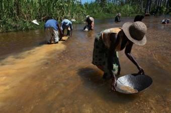 MADAGASKAR GSYİH: 411  Milli Gelir: 10 milyar dolar Nüfus: 24,23 milyon Yönetim şekli: Cumhuriyet