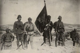 Çanakkale Zaferi - 18 Mart 1915 Metrekareye 6000 merminin düştüğü Çanakkale Savaşı Osmanlı'nın destansı zaferlerinden biridir. Savaşın sonucu iki taraf için de ağır olmuştur.