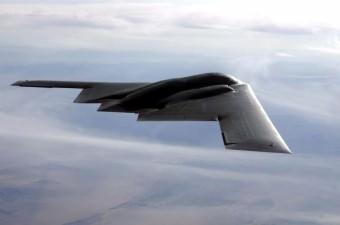 9. B-2 Spirit Stealth Bomber  Fiyatı: 2 milyar 400 milyon dolar 22 679 kilogram ağırlığında bomba taşıyabilen B-2 Spirit Casus bombacı uçağı şekli ve donanımı sayesinde radara yakalanmıyor.
