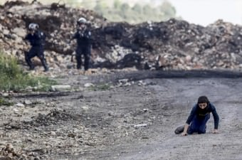 Batı Şeria'nın Nablus kentindeki Kafr Kaddum köyünde toplanan Filistinliler, Yahudi yerleşim birimi inşası ve ayrım duvarını protesto etti. İsrail güvenlik güçlerinin gösteriye müdahalesi sonucu bir Filistinli yaralandı.