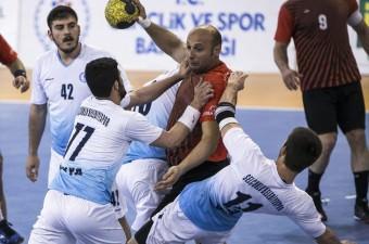 Hentbol Erkekler 1. Lig play-off maçında Selçuklu Belediyespor ile Yozgat Bozokspor takımları Ankara THF Salonun'da karşılaştı.
