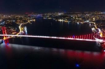 Asya ve Avrupa'yı birbirine bağlayan İstanbul'un 3 köprüsü aynı karede havadan görüntülendi.  Fotoğraf: Ahmet Faruk Sarıkoç