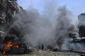 Suriye ve Rus ordusuna ait savaş uçakları, Halep'te yönetim karşıtlarının kontrolündeki Firdevs semtine saldırı düzenledi. Ölü ve yaralıların olduğu saldırıda bölgedeki araç ve binalarda yangın çıktı.