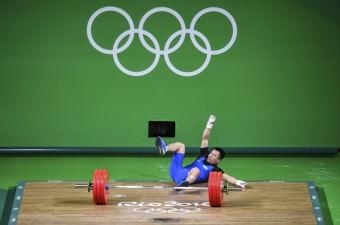Brezilya'nın Rio De Janeiro kentinde yapılan Rio 2016 Yaz Oyunlarında erkekler 69 kiloda milli halterci Daniyar İsmailov podyuma çıktı.