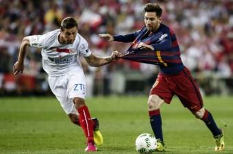 İspanya 2015-2016 Kral Kupası finalinde Barcelona ve Sevilla takımları Madrid'deki Vicente Calderon Stadı'nda karşı karşıya geldi. Karşılaşmada, Barcelona takımının futbolcusu Lionel Messi (sağda), rakibi Grzegorz Krychowiak ile mücadele etti.
