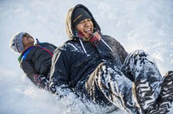 ABD'nin doğu yakası civarında hafta sonu etkili olan Jonas kar fırtınasının ardından, Washington'un Rockville kasabasında insanlar kayak yaparak karın keyfini çıkardı.