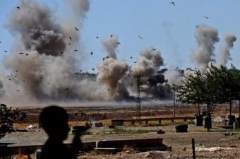 Fırat Kalkanı Harekatı kapsamında Cerablus'ta mayınların temizlenmesi sırasında meydana gelen patlama böyle görüntülendi.  Fotoğraf: İsmail Coşkun