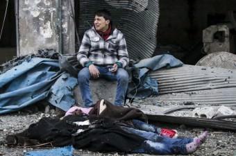 Suriye'de rejim güçlerinin ülkenin kuzeyindeki Halep ilinin doğusunda bulunan Cub el-Kubbe mahallesine yönelik düzenlediği saldırıda aralarında kadın ve çocukların da bulunduğu 45 kişi öldü.
