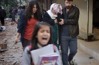 Diyarbakır'ın Bağlar ilçesinde Terörle Mücadele ve Çevik Kuvvet Şube Müdürlüğü'nün bulunduğu eski Emniyet Müdürlüğü binasına bomba yüklü araçla saldırı düzenlendi. Patlamanın ardından güvenlik güçleri ile teröristler arasında çatışma çıktı.