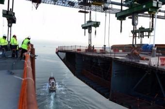 Avrupa ve Anadolu yakasını üçüncü kez birbirine bağlayan Yavuz Sultan Selim Köprüsü'nde iki yakanın birleşmesine 9 metre kala son tabliye yerleştirildi.  Fotoğraf: Murat Ergin