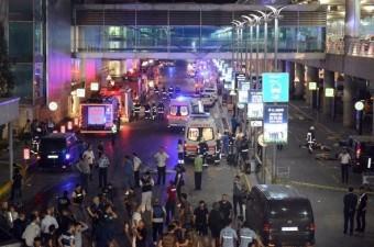 28 Haziran'da Atatürk Havalimanı Dış Hatlar Terminali'nde terör saldırısı meydana geldi. Saldırı sonucu 45 kişi hayatını kaybetti, 236 kişi yaralandı.  Fotoğraf: İsmail Coşkun