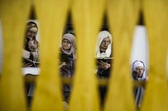 Bosna Hersek'in başkenti Saraybosna'daki camilerde, ramazan aylarındaki mukabele geleneği asırlardır devam ediyor. Saraybosna'daki tarihi Hacı Camisi'nde okunan mukabele ise sadece kadınlara özel olması sebebiyle diğerlerinden ayrılıyor.