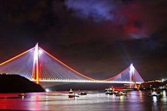 İstanbul Boğazı'na inşa edilen dünyanın en geniş köprüsü Yavuz Sultan Selim Köprüsü ile Kuzey Çevre Otoyolu, Cumhurbaşkanı Recep Tayyip Erdoğan'ın katılımıyla hizmete açıldı.  Fotoğraf: Murat Ergin
