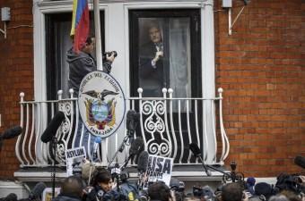 Wikileaks'in kurucusu Julian Assange, Birleşmiş Milletler'in (BM) çalışma grubunun İngiltere'deki tutukluluk haliyle ilgili lehinde verdiği kararla ilgili olarak, Ekvador'un Londra Büyükelçiliğinin balkonundan basın açıklaması yaptı.