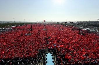 """Cumhurbaşkanlığı himayesinde, İstanbul Valiliği ve İstanbul Büyükşehir Belediyesi desteğiyle düzenlenen """"Demokrasi ve Şehitler Mitingi"""" Yenikapı Miting Alanı'nda gerçekleştirildi."""