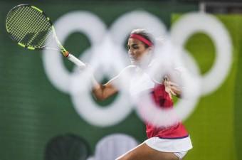 Brezilya'nın Rio De Janeiro kentinde yapılan Rio 2016 Yaz Oyunlarında Porto Rikolu tenisçi Monica Puig (fotoğraftaki), Alman tenisçi Angelique Kerber'i yenerek altın madalya kazandı.