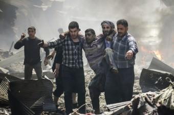 Suriye ordusuna ait savaş uçağı, İdlib'in Maret el Numan ilçesindeki pazar yerine saldırı düzenledi. Düzenlenen hava saldırısında pazar yerinde bulunan sivil vatandaşlar hayatını kaybederken, çok sayıda kişi yaralandı.