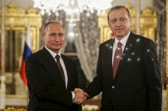 Cumhurbaşkanı Recep Tayyip Erdoğan ile Rusya Devlet Başkanı Vladimir Putin, İstanbul Mabeyn Köşkü'nde bir araya geldi. Cumhurbaşkanı Erdoğan ve Rusya Devlet Başkanı Putin, görüşmenin ardından ortak basın toplantısı düzenledi.