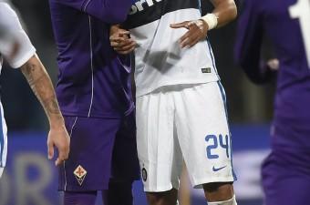 Fiorentina ve Inter Milan takımları, İtalya Birinci Futbol Ligi Serie A'da Floransa'daki Artemio Franchi Stadı'nda karşılaştı. Bir pozisyon sonrası Fiorentinalı Mauro Zarate (solda) ike Inter Milanlı Jeison Murillo arasında gerginlik yaşandı.