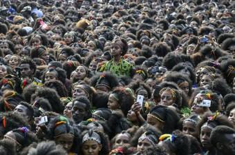 Etiyopya'nın Tigray bölgesindeki Mek'ele kentinde düzenlenen Ashenda Festivali yapıldı. Kentteki Romanat Meydanı'nda toplanan Etiyopyalı Ortodoks Hristiyanlar, Hz. Meryem adına tutulan iki haftalık oruç döneminin sona ermesini kutladı.