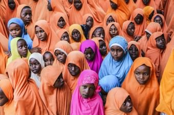 Türkiye Diyanet Vakfı, Tanzanya'nın özerk bölgesi Zanzibar'da Tumbatu adasındaki Müslümanlara teknelerle kurban eti ulaştırdı. Vakıf yetkililerini adada Kur'an kursunda eğitim gören öğrenciler ilahilerle karşıladı.