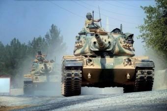 Fırat Kalkanı Harekatı kapsamında Türk Silahlı Kuvvetleri'ne ait tanklar Suriye'nin Cerablus kentine giriş yaptı.  Fotoğraf: İsmail Coşkun