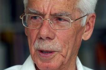 Sabahattin Tuncer- 23 Ekim 2016'da, Türkiye'nin en ünlü kolonya markalarından Eyüp Sabri Tuncer Kolonyaları Kozmetik A.Ş. Yönetim Kurulu Başkanı Sabahattin Tuncer, Ankara'da tedavi gördüğü hastanede, 93 yaşında hayatını kaybetti.