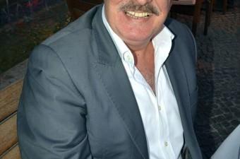 Mahmut Hekimoğlu- 10 Eylül 2016'da, Yeşilçam oyuncularından Mahmut Hekimoğlu, 61 yaşında tedavi gördüğü hastanede vefat etti.