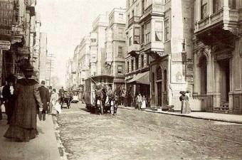 37. İstiklal Caddesi'nde atlı tramvay.