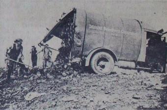 101. İstanbul'un ilk otomatik çöp kamyonu, Şişli - Hürriyet Tepesi civarında görev başında. (Ekim 1936)