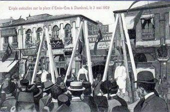 80. Eminönü'nde idam sehpaları (1909)
