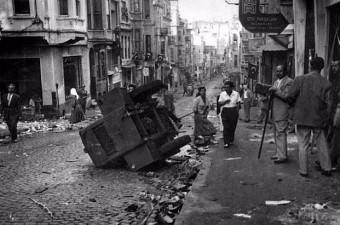 45. 6-7 Eylül 1955 İstanbul Pogromu sonrası Tarlabaşı.