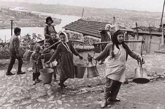 69. Eyüp sırtlarında su taşıyan çocuklar (1965)