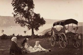 29. Piknik yapan insanlar. Tarihi belli olmayan bir fotoğraf.