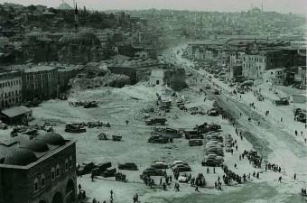 71. Eminönü Meydanı'nı genişletmek için yapılan yıkımlar (1958)