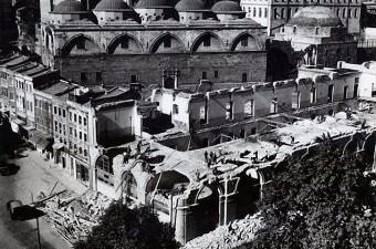 76. Tophane Arabacılar Kışlası yol genişletme çalışması için yıkılıyor (1950'li yıllar)