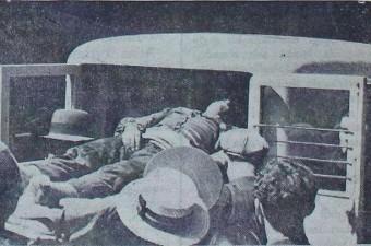 104. İstanbul'un ilk sıhhi imdat otomobili, Yemiş semtinde bir vakaya müdahale ederken (1935)