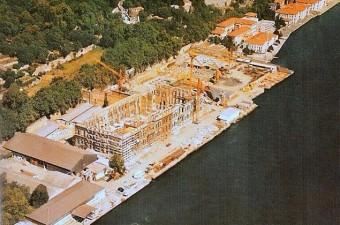 70. Daha önce Şeref Stadı olarak kullanılan Çırağan Sarayı'nın bahçesine otel inşa ediliyor (1987-90)