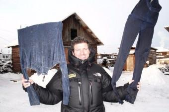 Yerli halk, yıkadıkları çamaşırları astıklarında kıyafetlerin donma problemiyle karşı karşıya kalıyor.