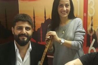 Venhar Sağıroğlu Kırmızı Gül Demet Demet Türkü Hikayesi (Özgür Akdemir)