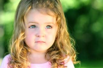 Yeşil gözlü insanlar, dünya nüfusunun % 2'lik kısmını oluştururlar. Kadınlarda daha fazla görülen yeşil göz, ünlülerde de halka oranla daha yaygındır.