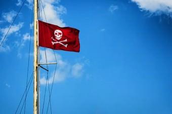 Bilinenin aksine, ilk korsan gemilerinin bayrakları siyah değil, kırmızıydı.